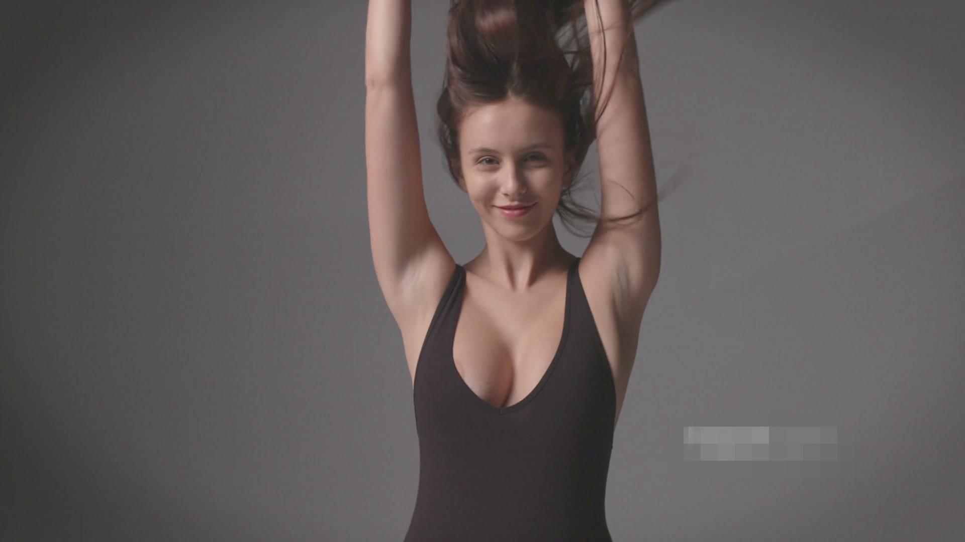 极品尤物女模特裸极品大波无毛一线天诱惑写真展示丰满诱人的身体[232